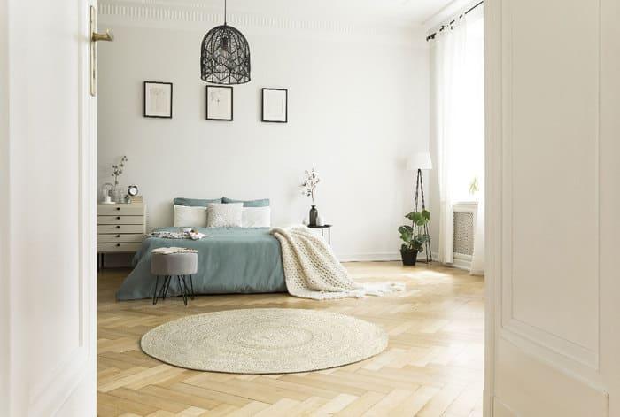 tapis rond dans la chambre