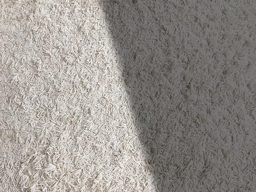 Alfombra oscura o alfombra clara, ¿cuál me conviene?